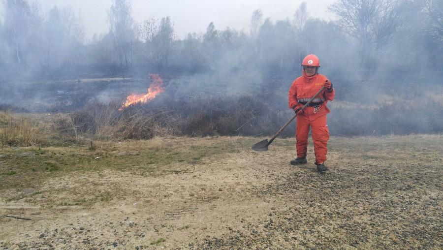Elicottero dei vigili del fuoco si schianta in fase d'atterraggio: due feriti