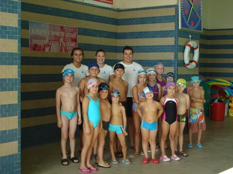 Corsi di nuoto per bambini alla piscina di trivero - Corsi per neonati in piscina ...
