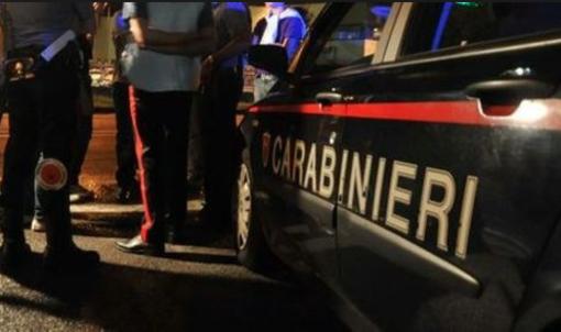 Biella: 21enne senza patente forza il posto di blocco e poi perde il controllo dell'auto