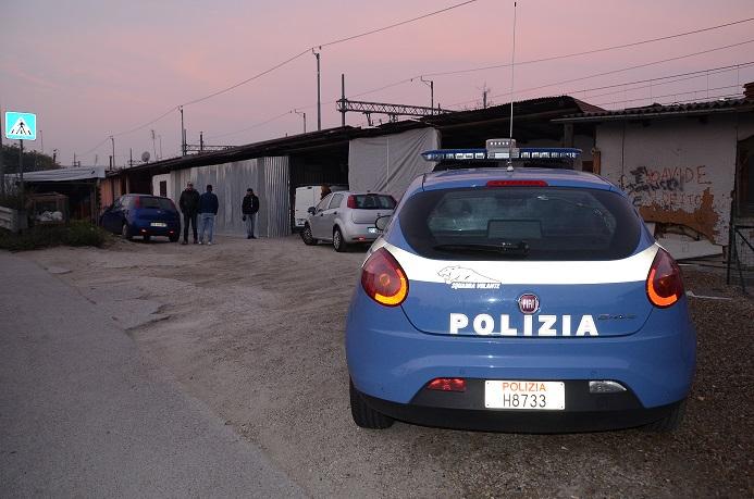 Biella restano in carcere due sinti si spacciavano per venditori del folletto - Venditori folletto porta a porta ...