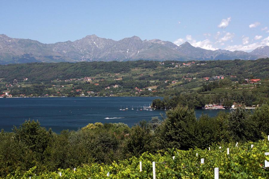 Rischia di morire in lago Viverone