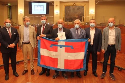 La Regione consegna 1.181 bandiere ai Comuni del Piemonte