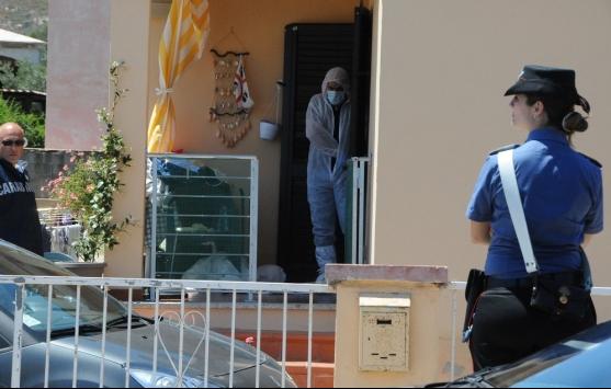 Giovane uccisa a coltellate, ferito il compagno: