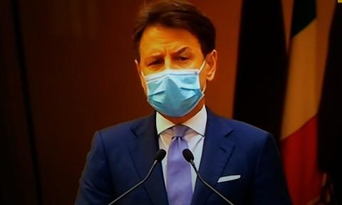 """Conte: """"Faremo il possibile per proteggere salute ed economia. Pronti indennizzi a fondo perduto per settori colpiti"""""""