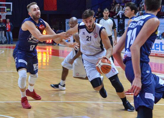 Tanto Theodore, l'Olimpia Milano fa sua la Supercoppa