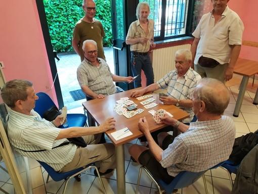 Via libera a lettura dei giornali e gioco delle carte negli esercizi pubblici piemontesi