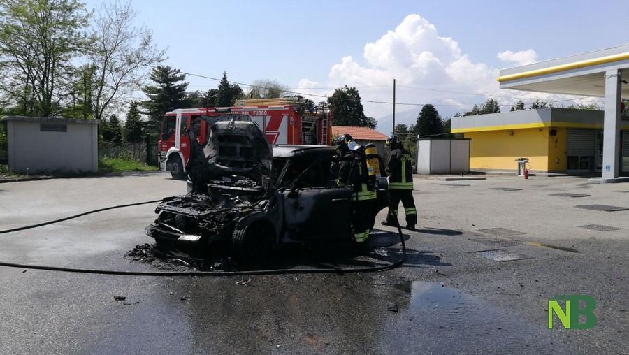Savignone - Brucia il furgone del latte, vigili del fuoco in via Marconi
