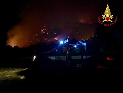 Incendi alle porte di Torino: una notte di lavoro per i vigili del fuoco, ancora in azione FOTO e VIDEO
