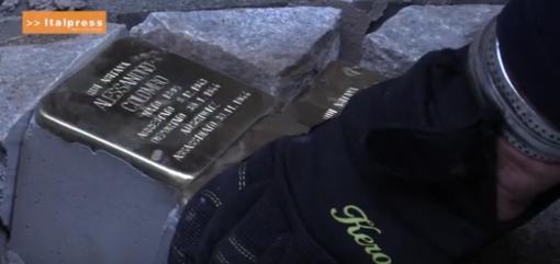 Posa delle pietre d'inciampo dedicate alla famiglia Colombo