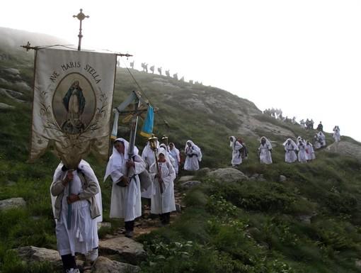 La processione da Fontainemore a Oropa, suggestivo pellegrinaggio alpino