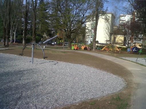 Frattura per il bimbo di 5 anni vittima dell'incidente al parco giochi a Cossato