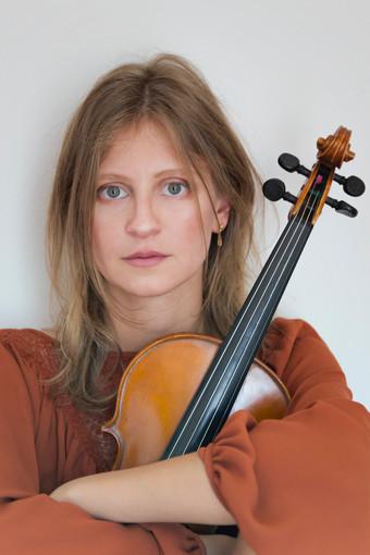 La violinista biellese Anais Drago, una delle protagoniste dell'evento