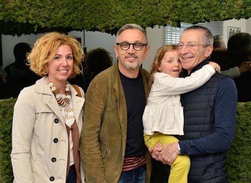 Una pausa prima del bagno di folla, a Edilfesta, di Bruno Barbieri; qui in compagnia di Paolo Mander e della sua famiglia