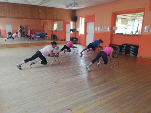 Da Armonia in Equilibrio continuano le lezioni di fitness chair, gli esercizi con la sedia