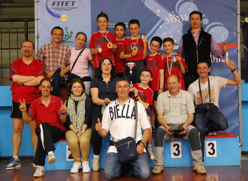 il gruppo del TT Biella sul podio di Terni festeggia il titolo di Campione d'Italia a squadre