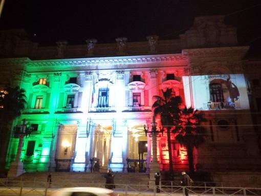 Ministero illuminato col tricolore