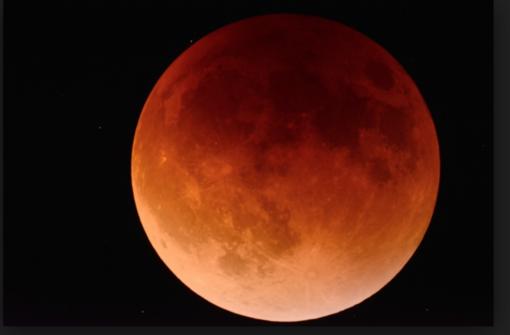 Occhi al cielo per l'eclissi di luna: Sarà visibile in tutta Italia