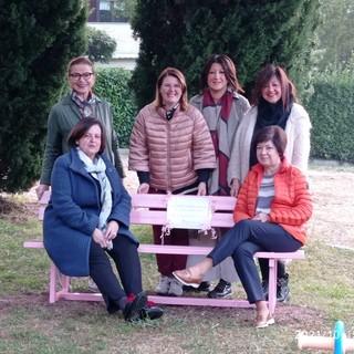 A Ronco Biellese inaugurata la panchina rosa - Foto Comune Ronco