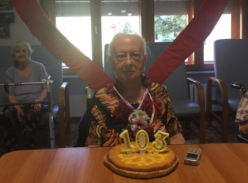 """Ballerina e podista, nonna Maria compie 103 anni nella Rsa """"Casa Albert"""" di Viverone"""