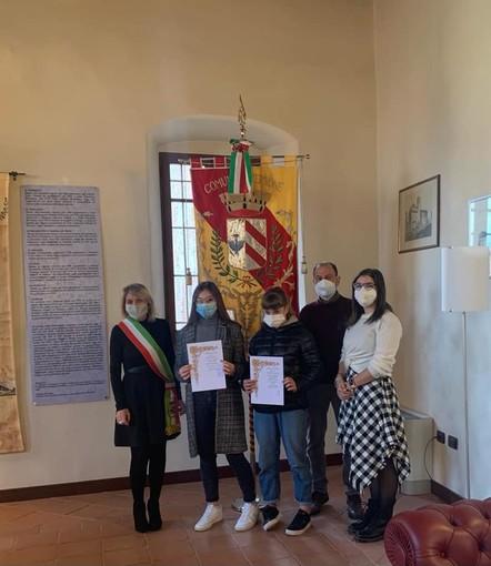 La premiazione delle borse di studio di dicembre - Foto pagina Facebook Comune Verrone
