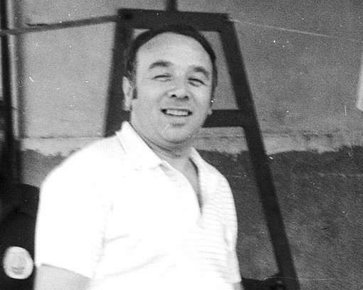 Pietro Mazzia Piciot in una vecchia foto di Ottorino Cattozzi mentre stava lavorando per preparare il carnevale