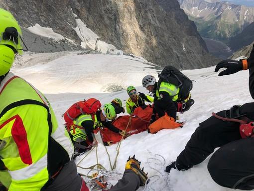Dal Nord Ovest - Cordata di alpinisti cade in un crepaccio del Bianco - notizia in aggiornamento -