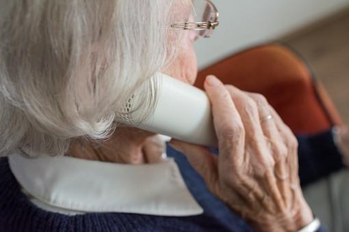 AIMA Ti Ascolta, lo sportello telefonico per gli anziani e chi si prende cura di loro