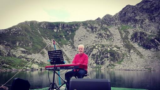 """Concerto al lago del Mucrone. Erika Vallera: """"Roberto Binetti è un gradito ritorno sulle nostre montagne"""""""