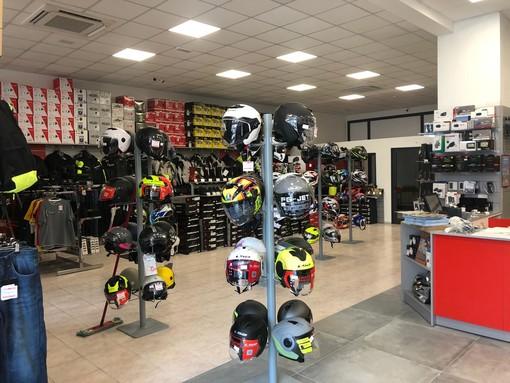 Convenienza e qualità a misura di biker su Motoabbigliamento.it: oltre 15.000 prodotti e 17 punti vendita