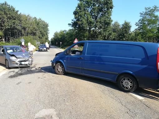 Frontale a Masserano, donna trasportata al pronto soccorso