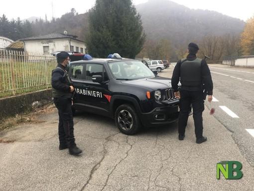 Carabinieri di Coggiola durante un posto di blocco nel lockdown