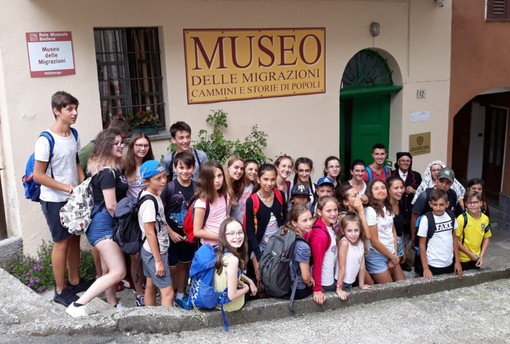 Ragazzi italiani e stranieri in visita al Museo delle Migrazioni di Pettinengo