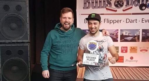A destra Danny Iuliano al momento della premiazione come vice campione europeo