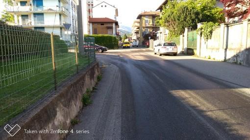 Imponente perdita di gasolio in strada, pericolo a Tollegno per la viscosità dell'asfalto