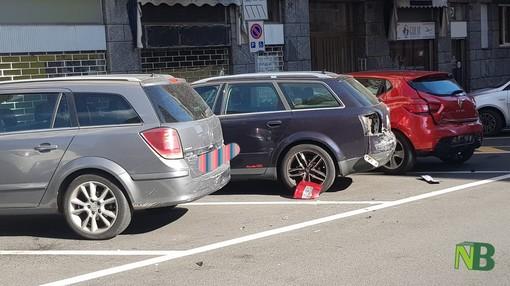 """""""Corsa pazza"""" per un automobilista che travolge 4 macchine posteggiate"""