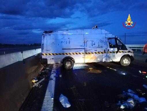 incidente furgone ribaltato