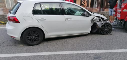 auto contro muretto