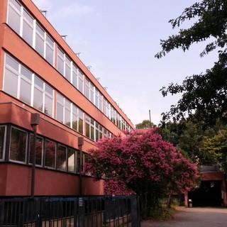 L'istituto di via Addis Abeba chiuso per la presenza di amianto