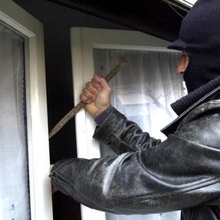 Graglia: Forzano una finestra ma disturbati fuggono prima del furto