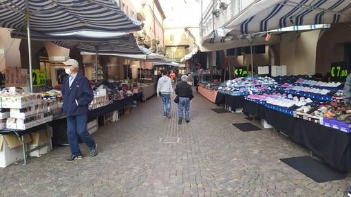 Il mercato di Alba ai tempi del covid - Foto Targatocn
