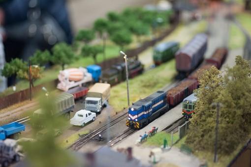 Tollegno in scala 2019 va in scena tra auto, treni e camion in miniatura