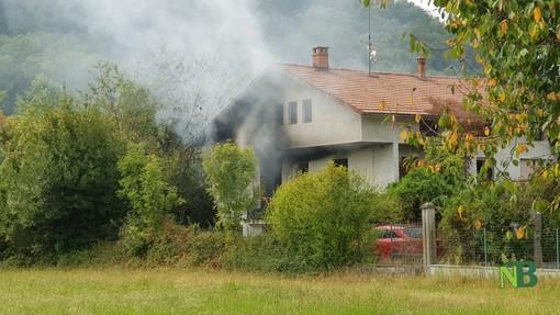 Incendio a Mongrando. Vigili del Fuoco al lavoro - Foto Fighera per newsbiella.it