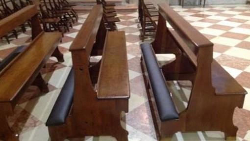 Rubano la borsa in chiesa a Cossato: rincorsi, bloccati e denunciati