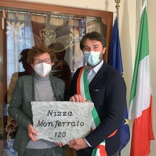 il Sindaco di Nizza Monferrato, Simone Nosenzo con l'Assessore alla Cultura, Maria Ausilia Quaglia