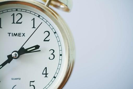 Torna l'ora solare, lancette indietro di un'ora nella notte del 25 ottobre