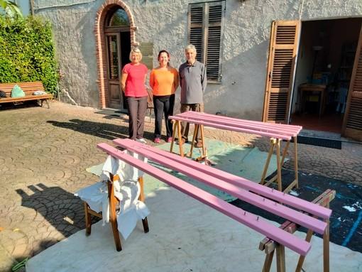 Alcuni momenti della realizzazione della panchina, foto dell'amministrazione comunale