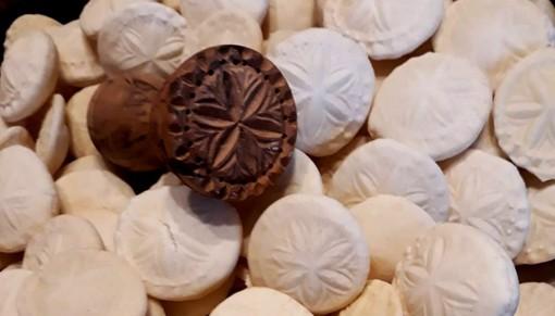 Pane di Sant'Eusebio con stampo proveniente dal Museo delle Migrazioni di Pettinengo