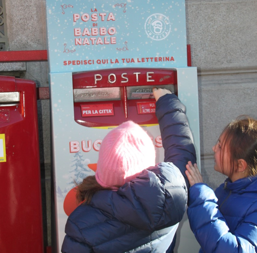 A Biella Poste Italiane rinnova la tradizione delle letterine a Babbo Natale