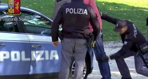 Biella, rissa agli Zumaglini: volano pugni tra donne e uomini e la polizia usa lo spray