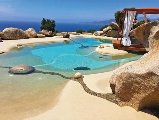 Piscina naturale Biodesign, la spiaggia privata a portata di casa FOTO
